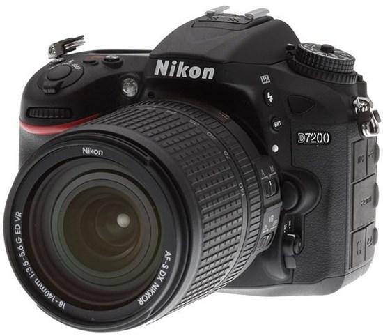 Immagine di Nikon D7200 + Nikkor 18-140VR f:3,5-5,6G DX VR + SD 8GB Lexar Premium 200x